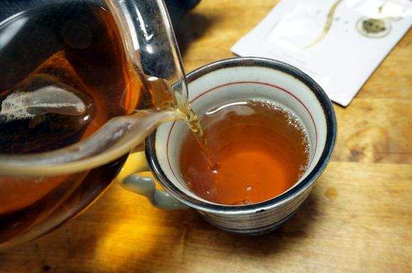 カップでプーアール茶