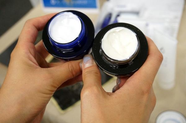 青と黒のライスフォース クリーム
