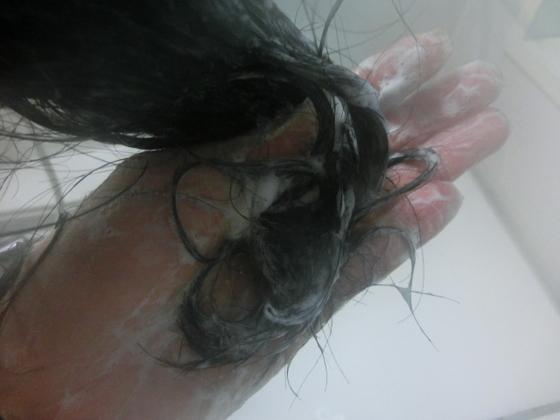 黒髪スカルプシャンプー