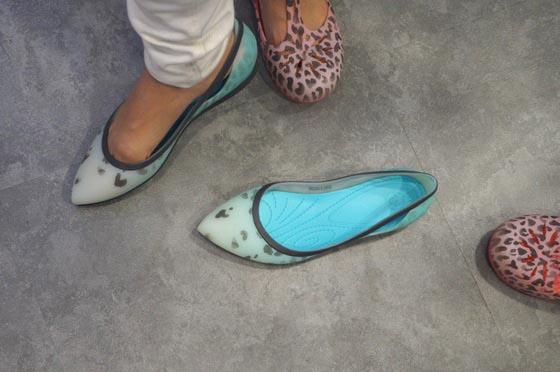crocs rio leopard fade flat w 履いたトコ