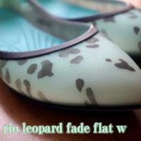 crocs rio leopard fade flat w